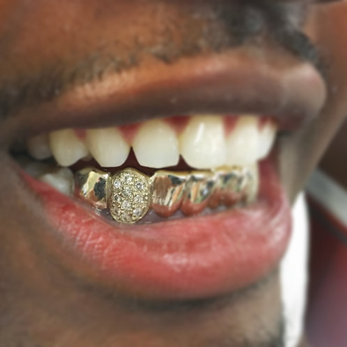 10k Gold. 8 bottoms with diamond on Fang