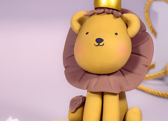 Large Fondant Lion with Gold Crown