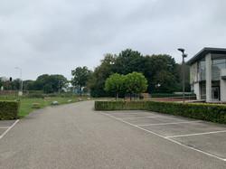 Ruime parkeerplaats