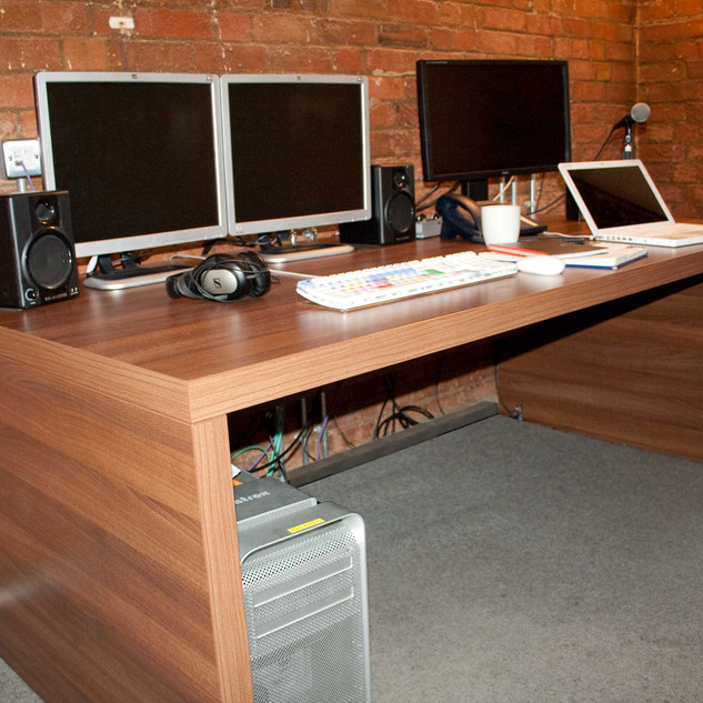 Edit Desk - Walnut Big Slab - Keo Films,