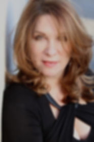 Headshot image of Lindy Robbins, songwriter