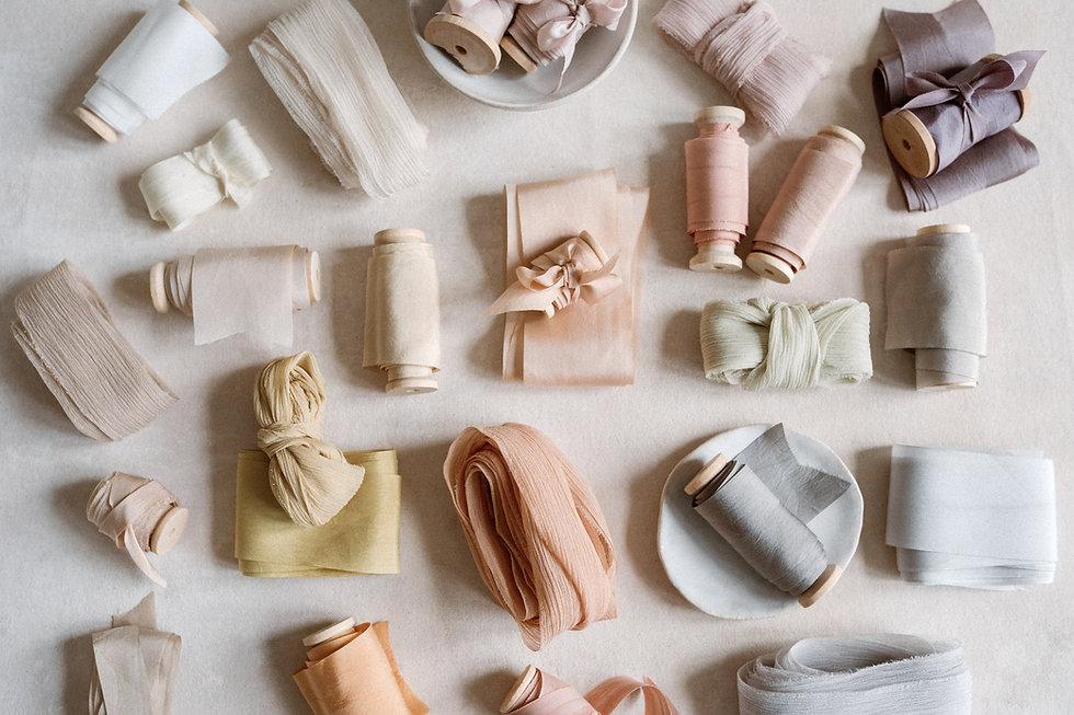 Naturally dyed silk ribbons. Bridal bouquet silk ribbons. Silkkinauha morsiuskimppu.