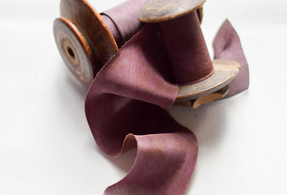 Prune magnifique ( plum ) - Artisan Silk Ribbon