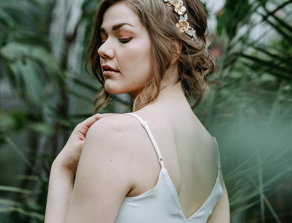 Moyen modern floral bouquet hair comb