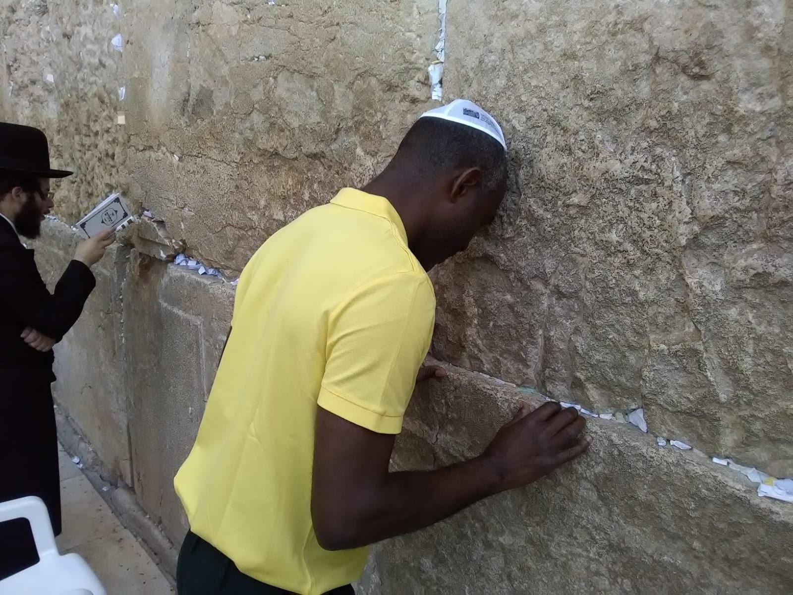 Photo-au-mur-des-lamentations-jerusalem.