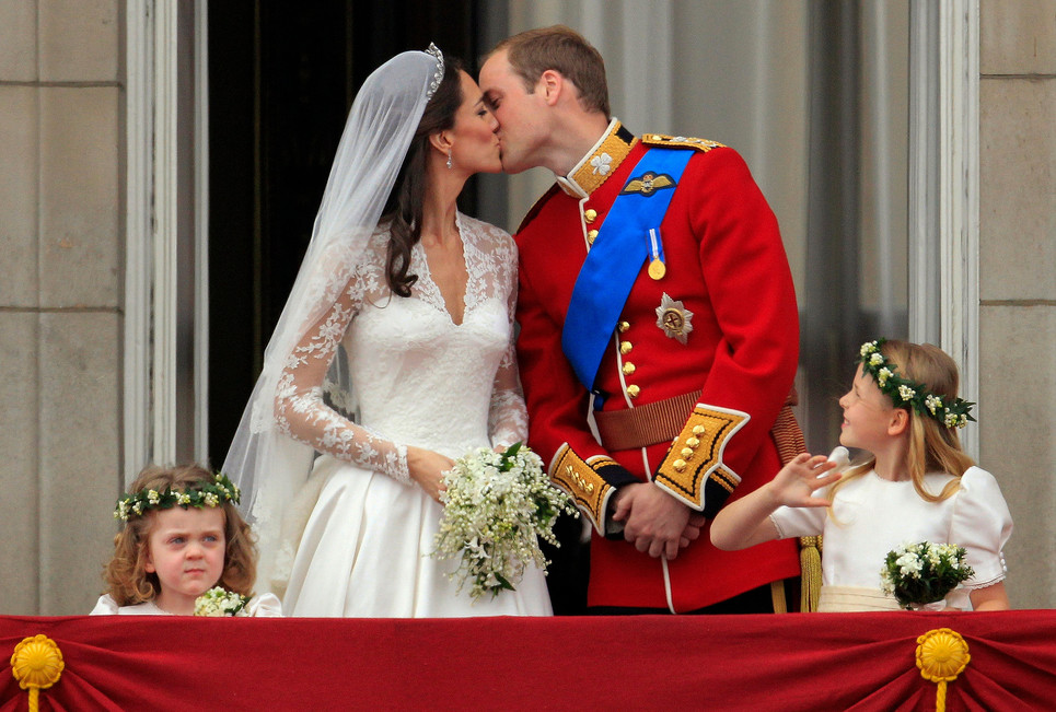 0429_royal-wedding-kiss.JPG