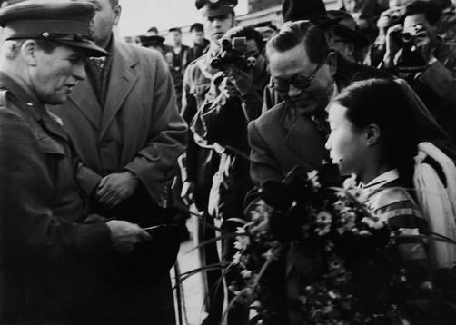 유엔군을 환영하는 부산시민들
