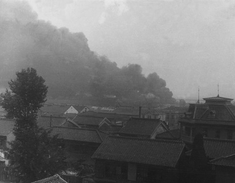 인천상륙작전에서 불타고 있는 인천시가지