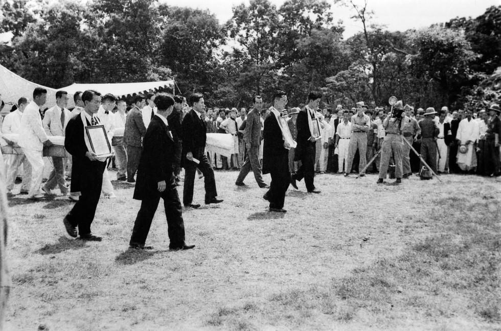 효창공원에서 환국 유해 봉안식 - 1946