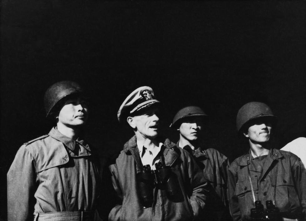 인천상륙작전 함상에서 지휘부들