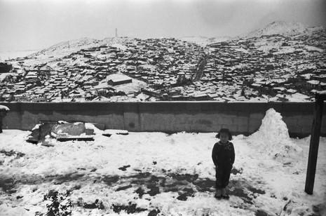 금호동집 마당에서 옥수동 1964 겨울