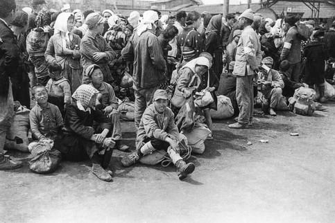 1945년 해방으로 철수하려는 일본인들, 용산역앞
