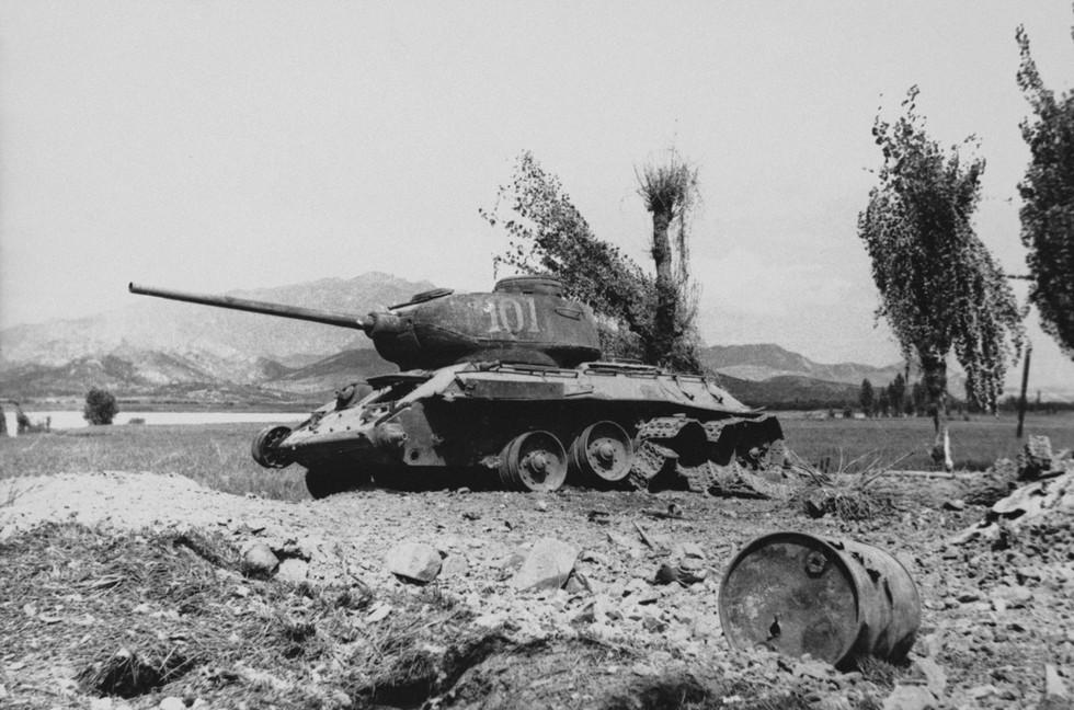 낙동강 전선에서 파괴된 북한 탱크