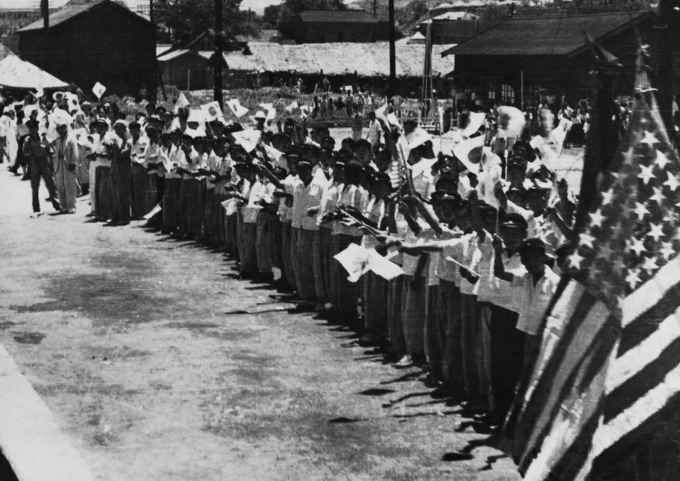부산항에 입항한 유엔군을 환영하는 부산 시민들