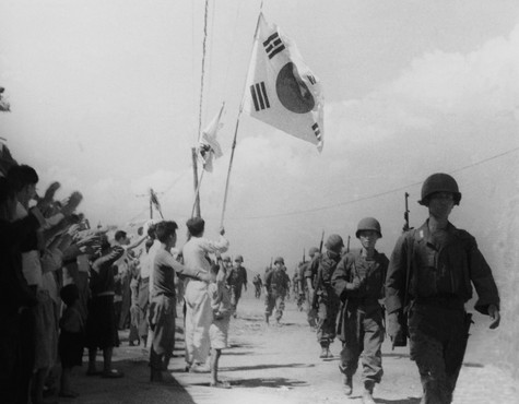 서울수복작전하는 국군을 환영하는 시민들