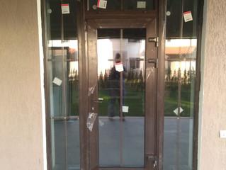 Установка входной группы в частном доме в поселке таунхаусов Александровский, Красногорский район