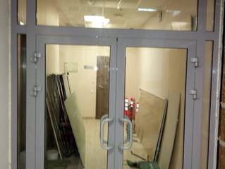 Монтаж алюминиевой двери.