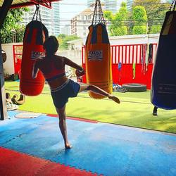 _eliana_omalley working the bag _yokkao