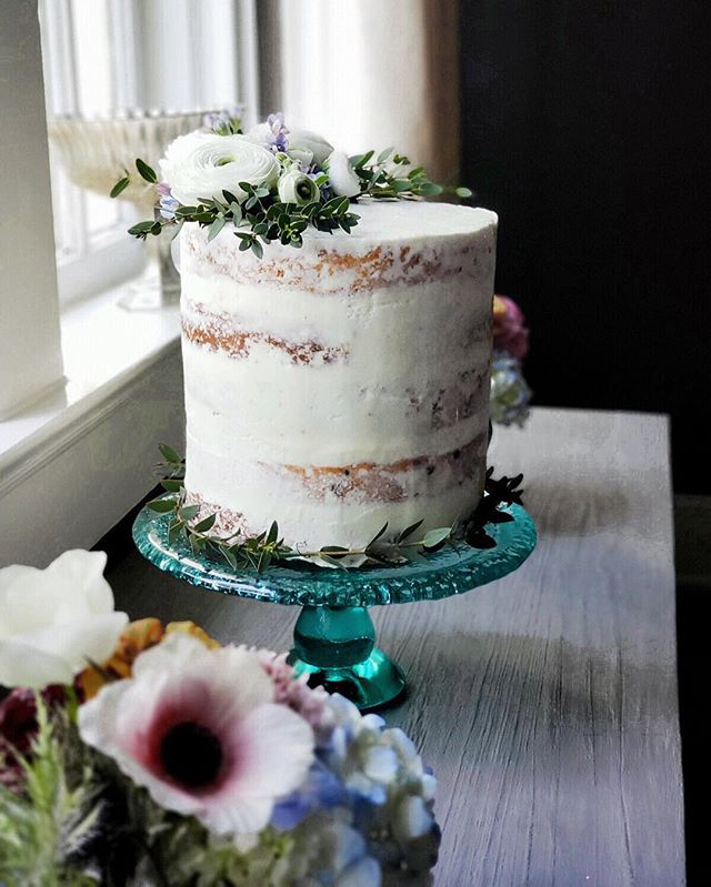 This sweet 🌺 Spring wedding cake for th