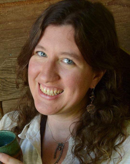 Sarah Vekasi Headshot (1).JPG