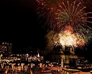 02_HolidayLightShow_Fireworks_3394.jpg