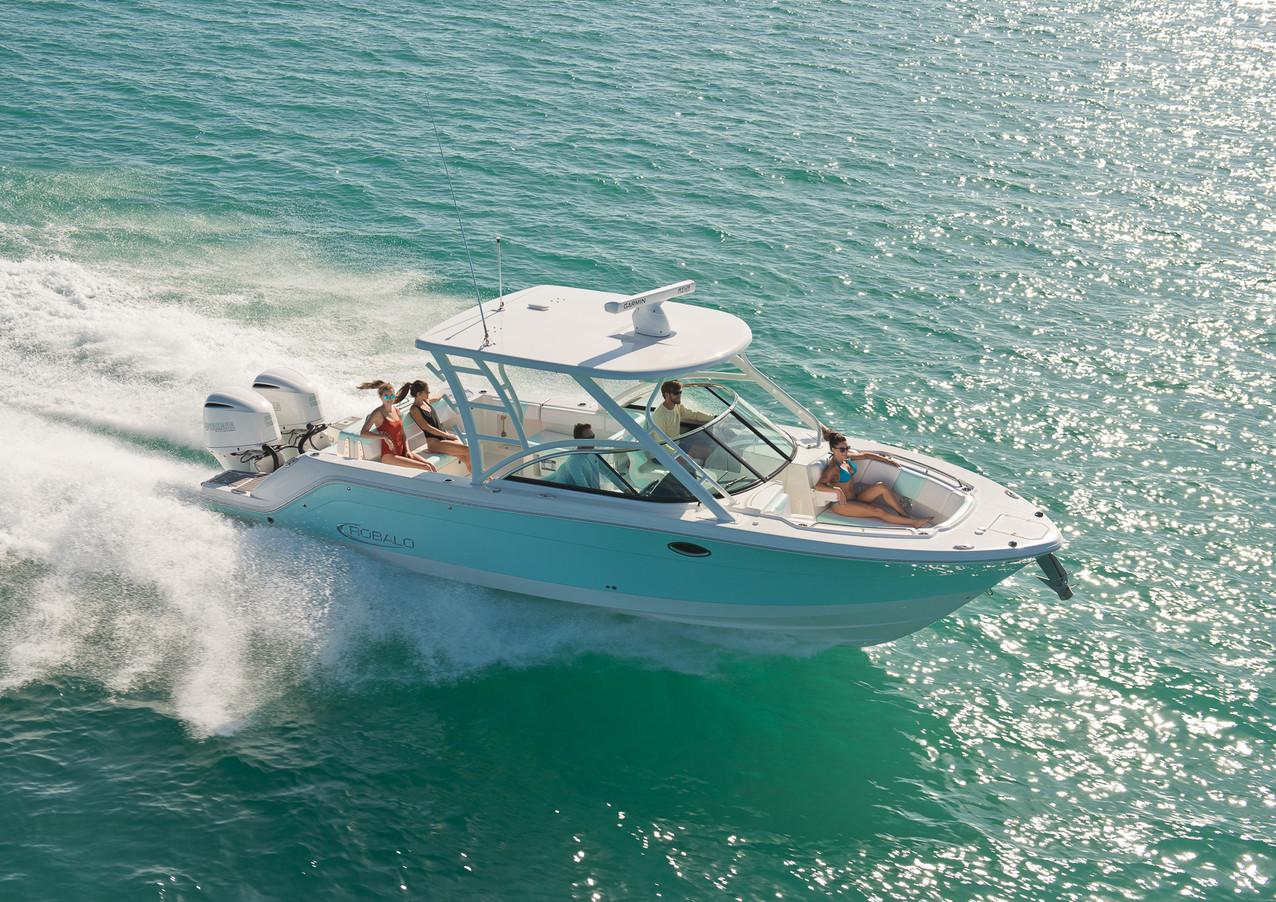 Robalo dual console boat image