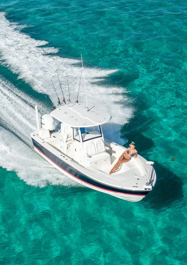 Regulator 26XO center console boat