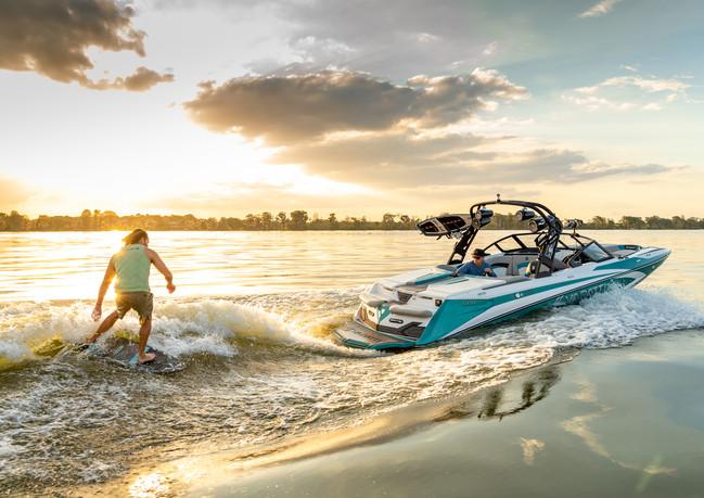 Wakesurfing-Varatti-boat.jpg