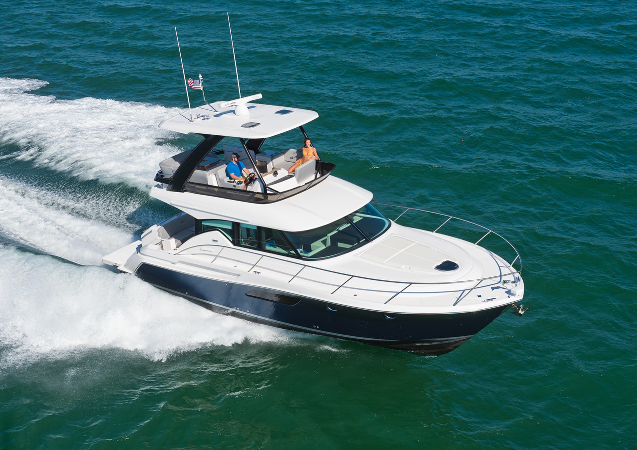 Carver yacht with fly bridge image