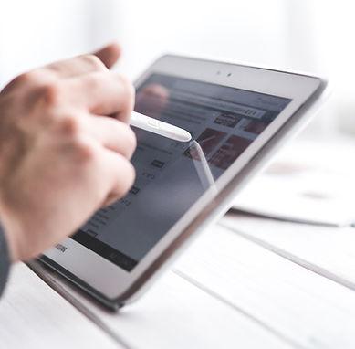 Man Utilisation de Smart Tablet