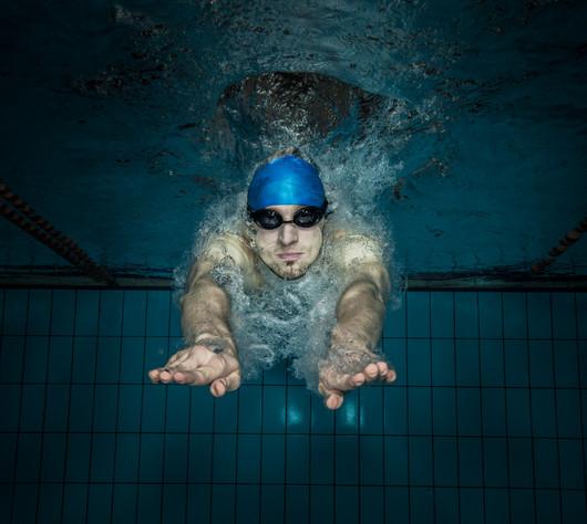 Swimmer_swimming_pool_10b.jpg
