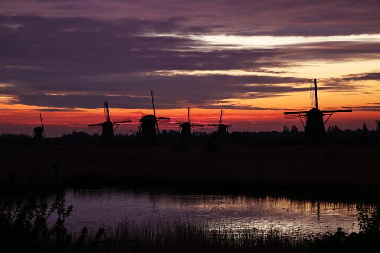 wind mills during sunset kopie.jpg