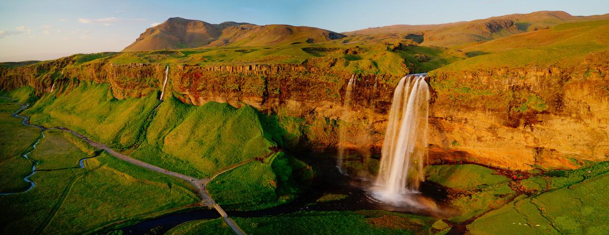 Iceland_waterfall_panorama_1.jpg