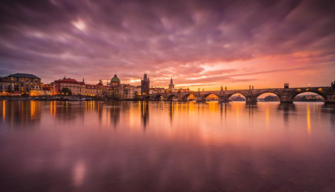 Prague_Charles_bridge_sunrise_1b.jpg