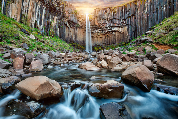 Svartifoss_waterfall_Iceland_2d.jpg