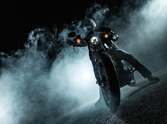 black_motorcycle_night_lights_smoke_9.jp