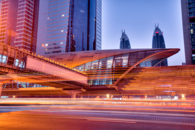 Dubai_metro_station_financial_center.jpg