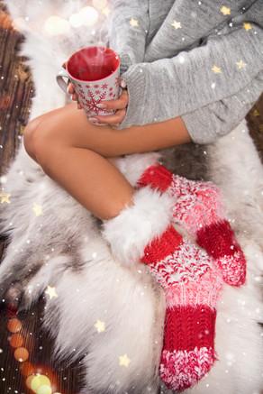 christmas_woman_legs_hot_tea_1c.jpg