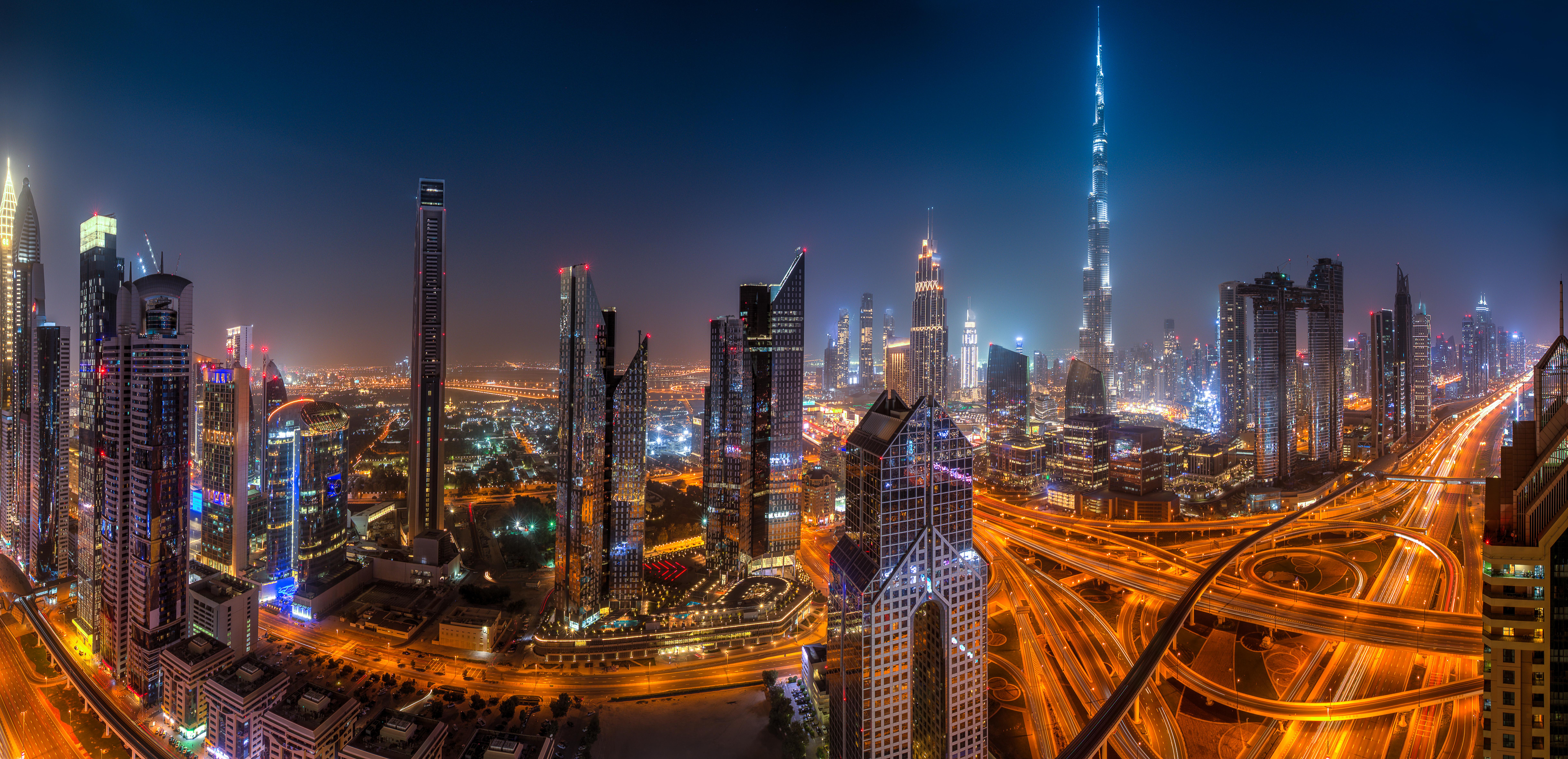 Sheikh_Zayed_crossroad_night_2