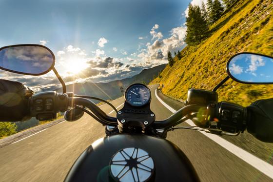 Alps_route_mountains_biker_handlebars_3.