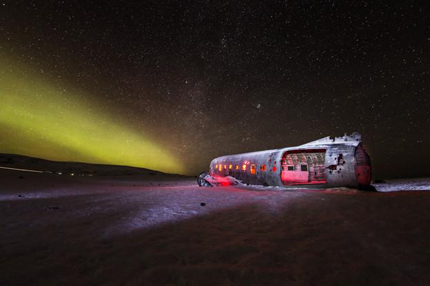 airplane_wreck_Iceland_Vik_aurora_2b.jpg