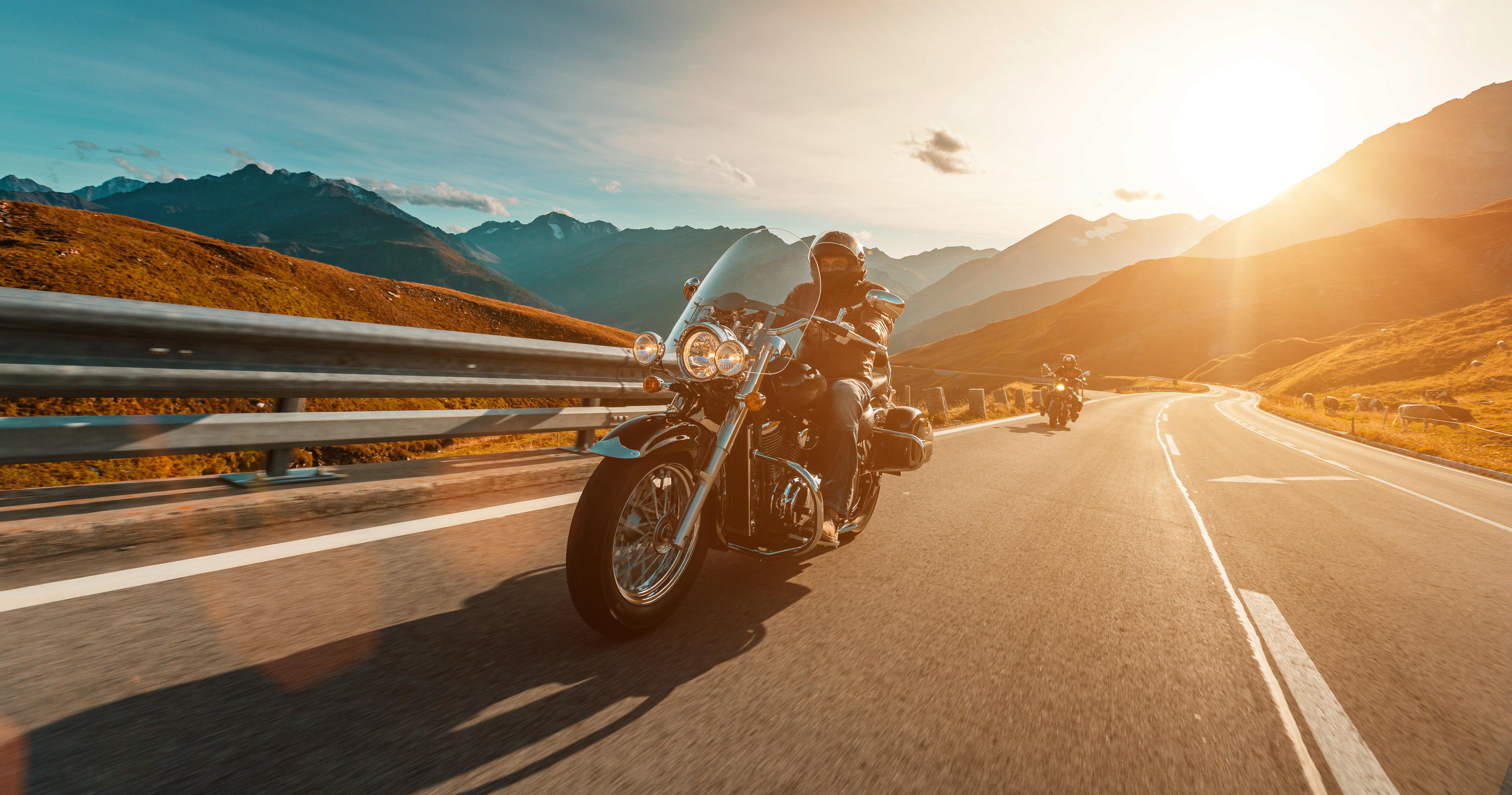 Alps_route_mountains_Austria_biker_52b
