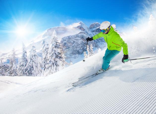 skier_skiing_downhill_piste_mountains_2b
