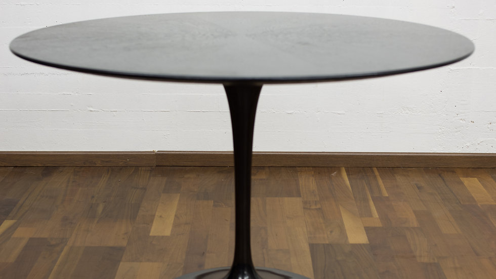Eero Saarinen 107cm Tulip Table von Knoll International