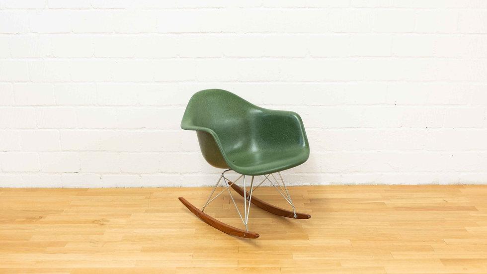 Charles & Ray Eames RAR Rocking Arm Chair von Vitra