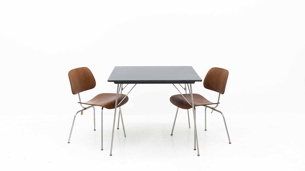 Eames DTM Tisch von Herman Miller