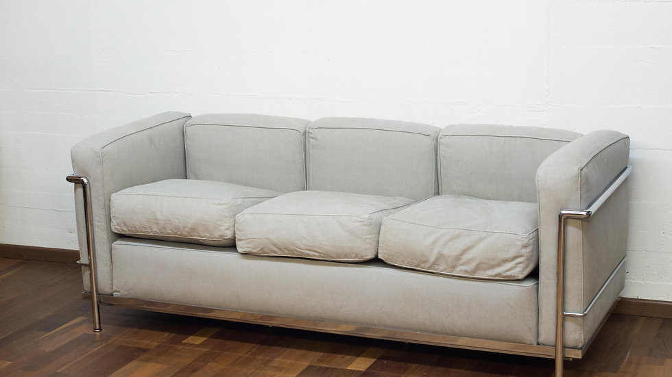 Le Corbusier LC2 3-Sitzer Sofa von Cassina