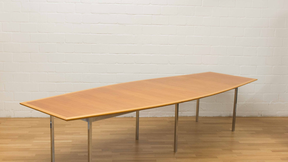 Florence Knoll Bassett Boat Form Table von Knoll International