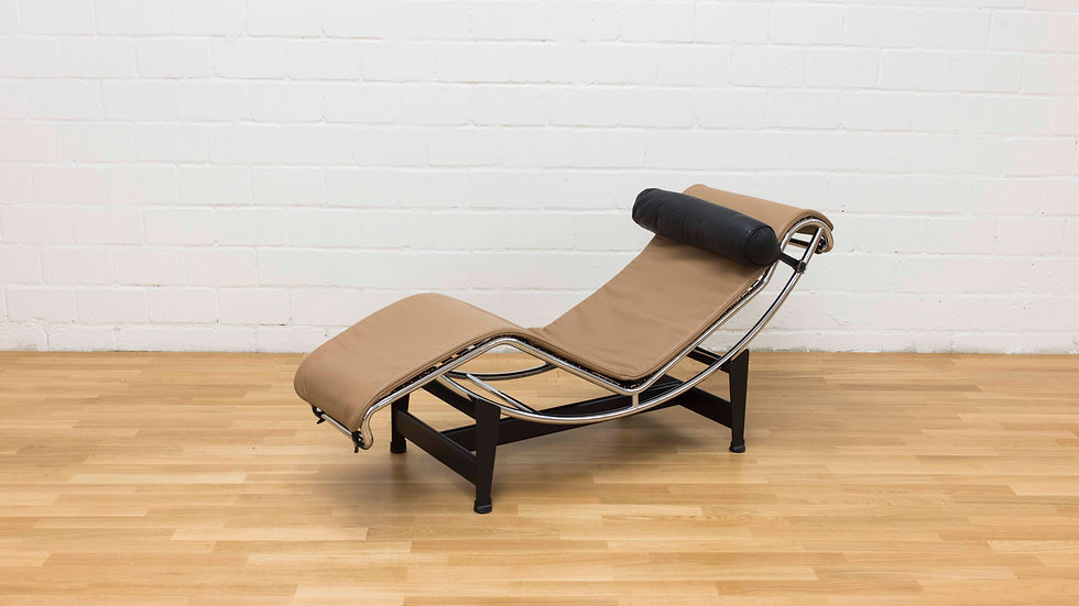 Le Corbusier LC4 Chaise Longue von Cassina