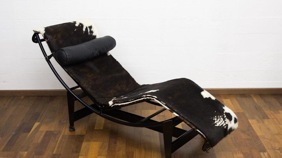 Le Corbusier LC4 Chaise Longue von Cassina